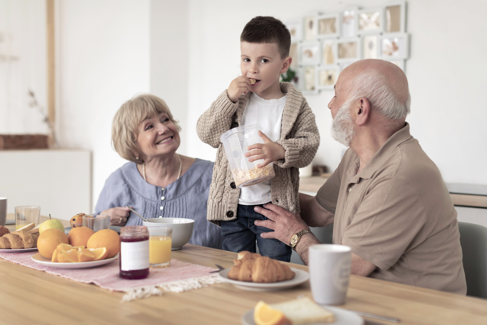 medium-shot-grandparents-and-kid-1